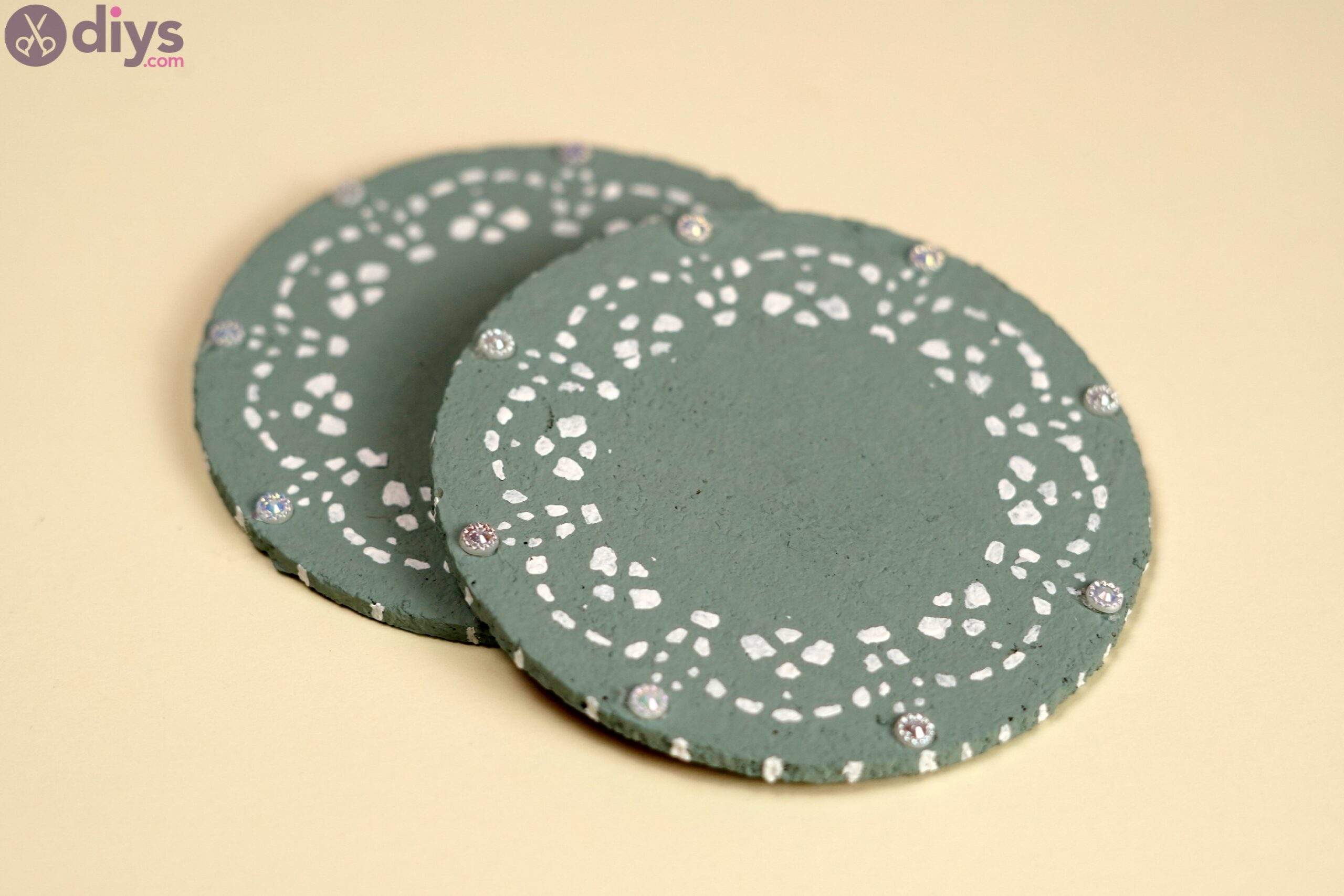 Coaster with lace paper photos (2)