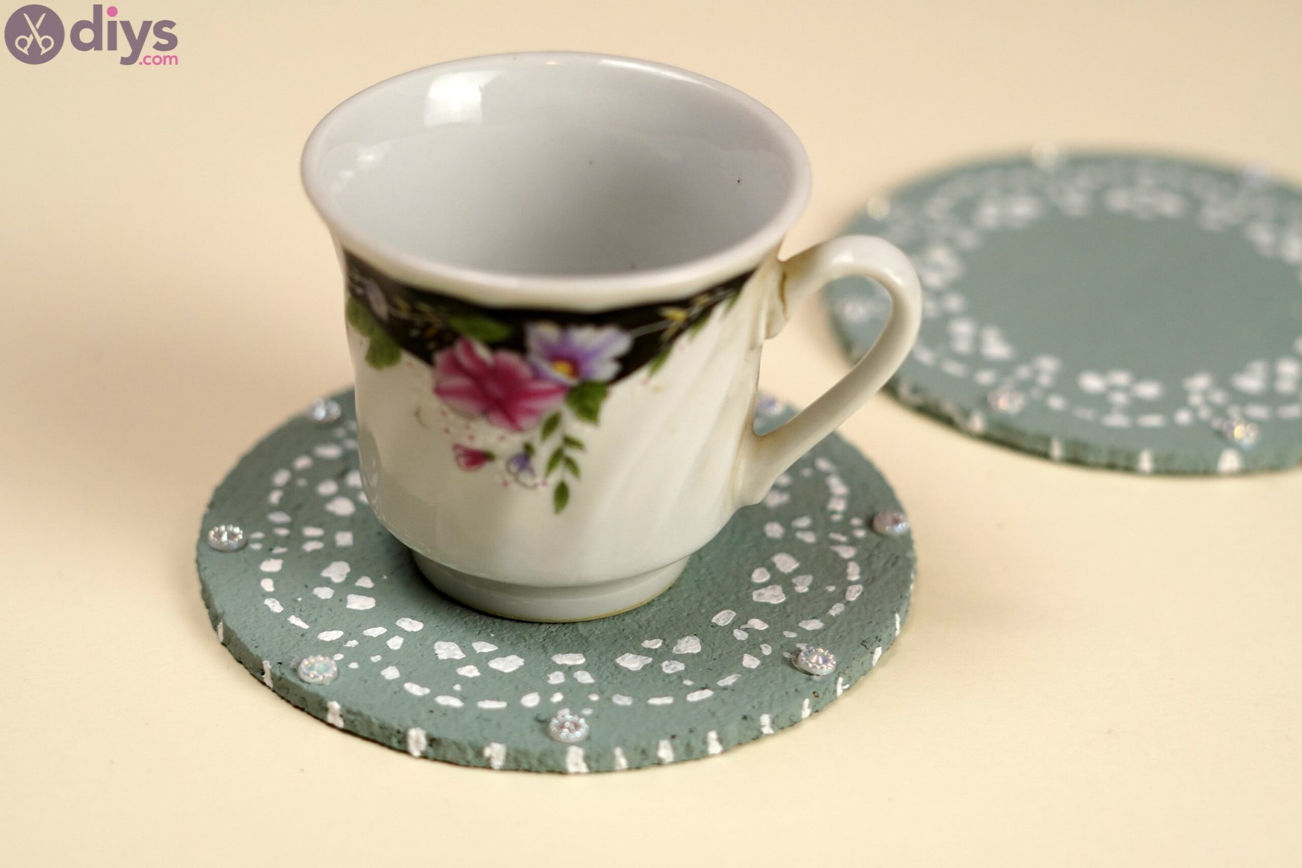 Coaster with lace paper photos (3)