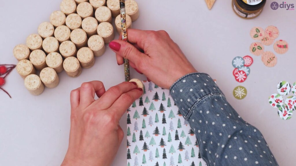 Diy wine cork christmas tree (13)