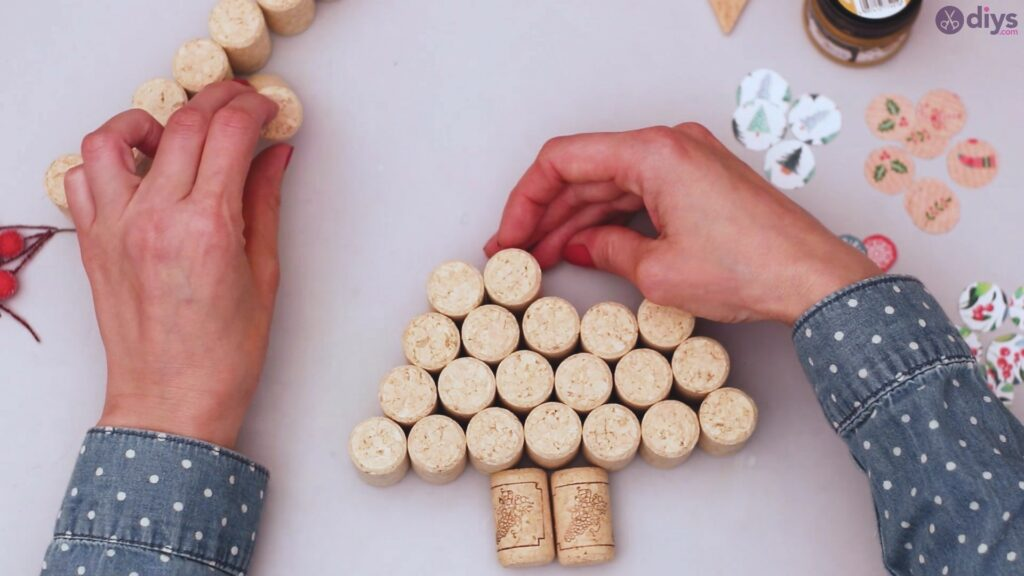Diy wine cork christmas tree (19)
