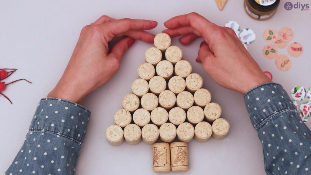 Diy wine cork christmas tree (20)