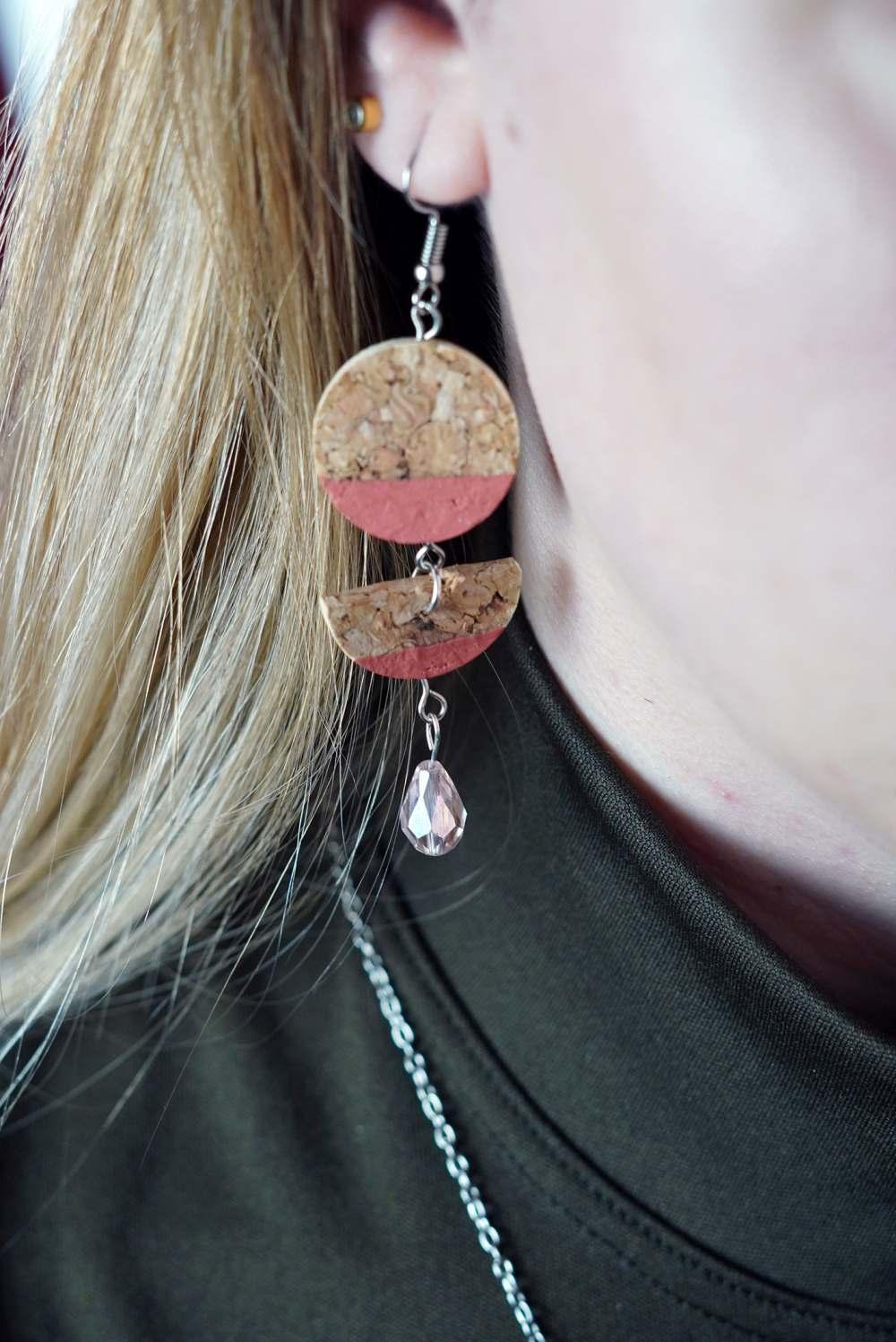 Diy wine cork earring