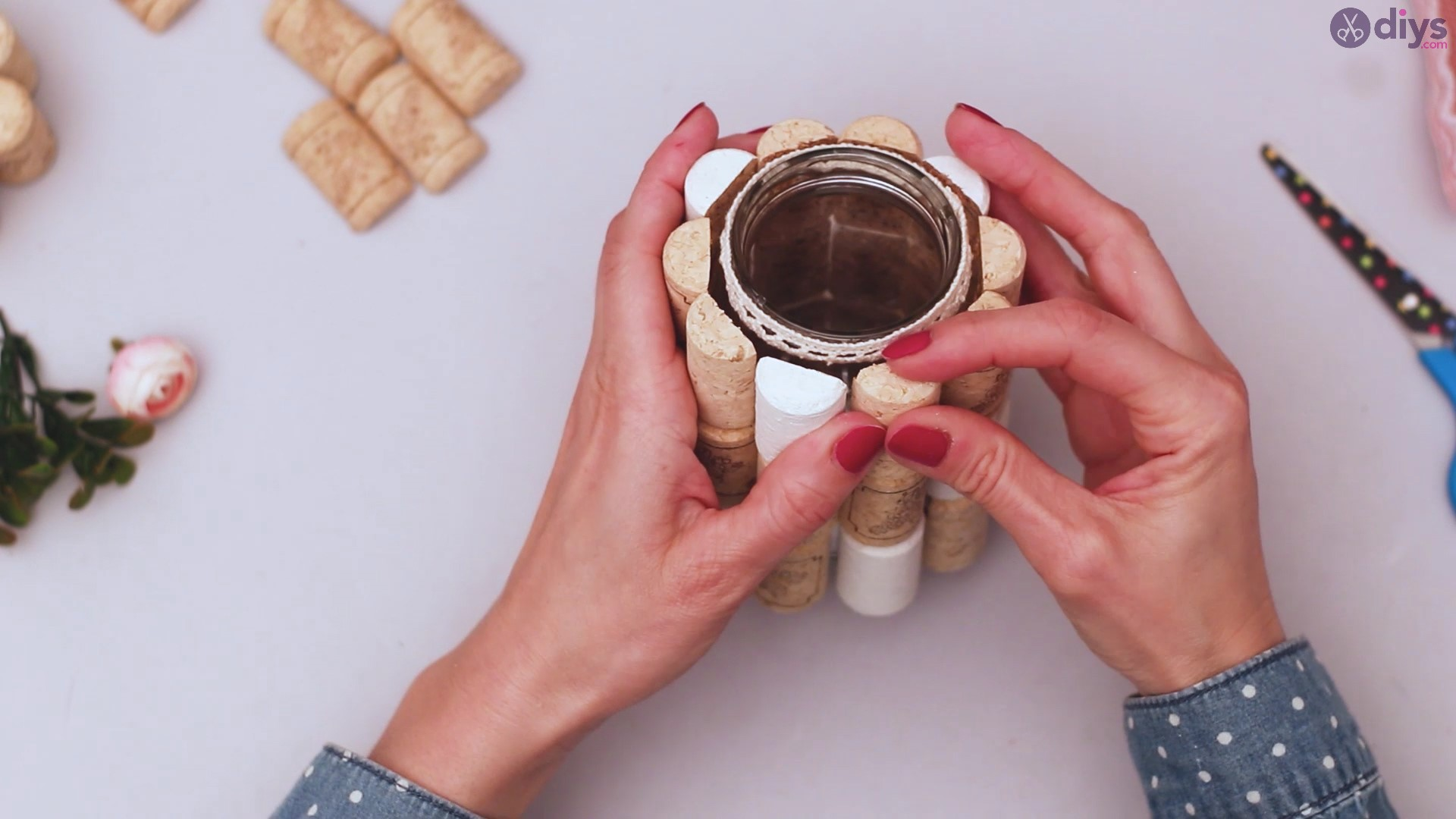 Diy wine cork flower vase (27)