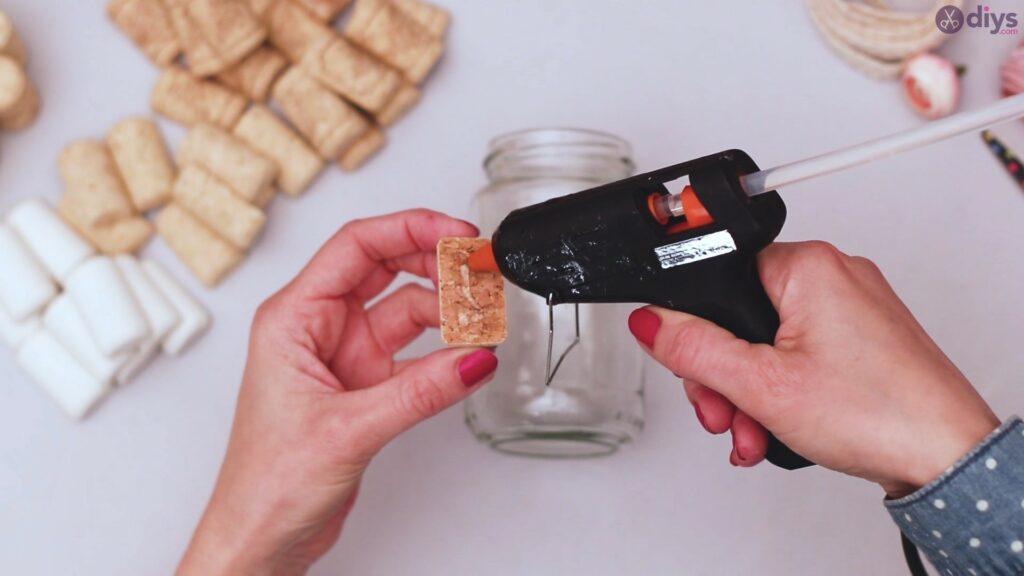 Diy wine cork flower vase (7)