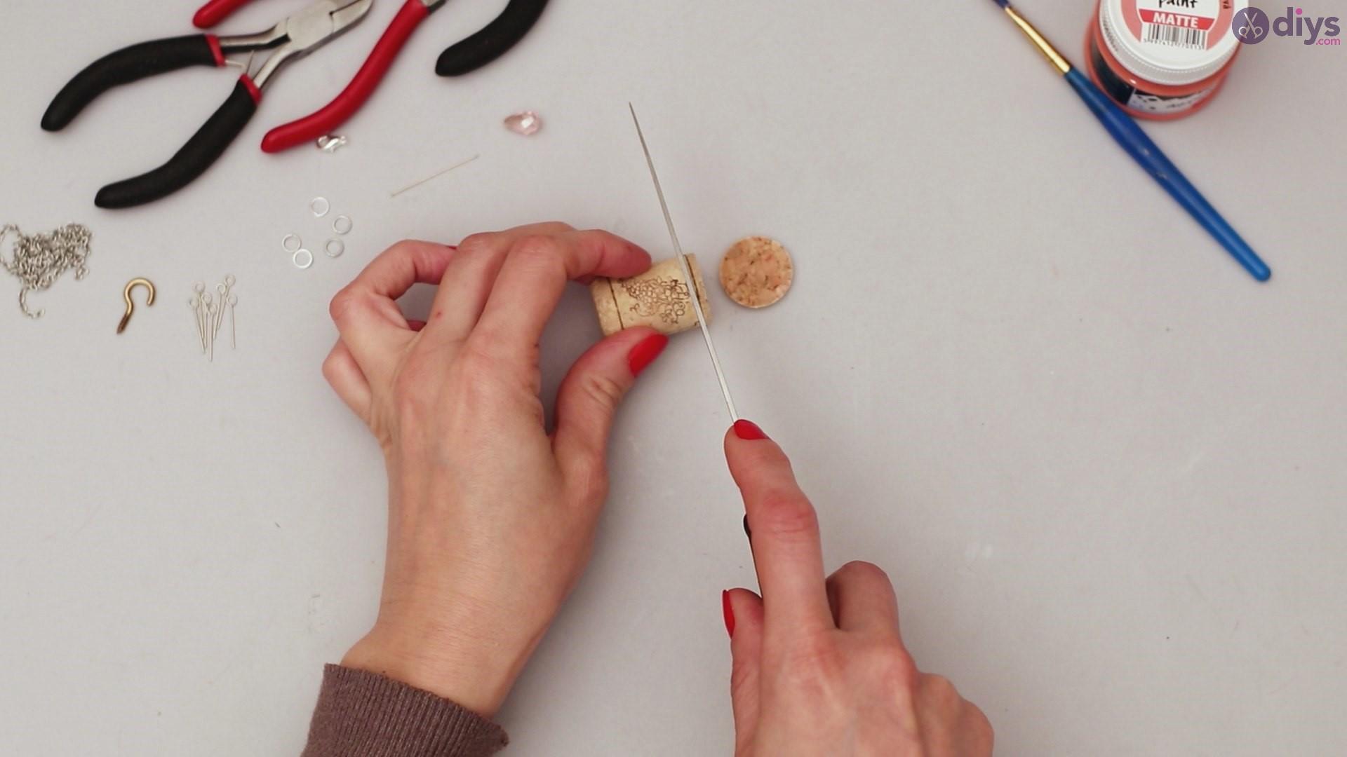 Diy wine cork necklace (2)