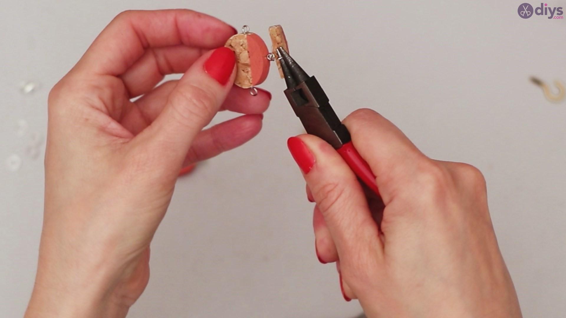 Diy wine cork necklace (30)