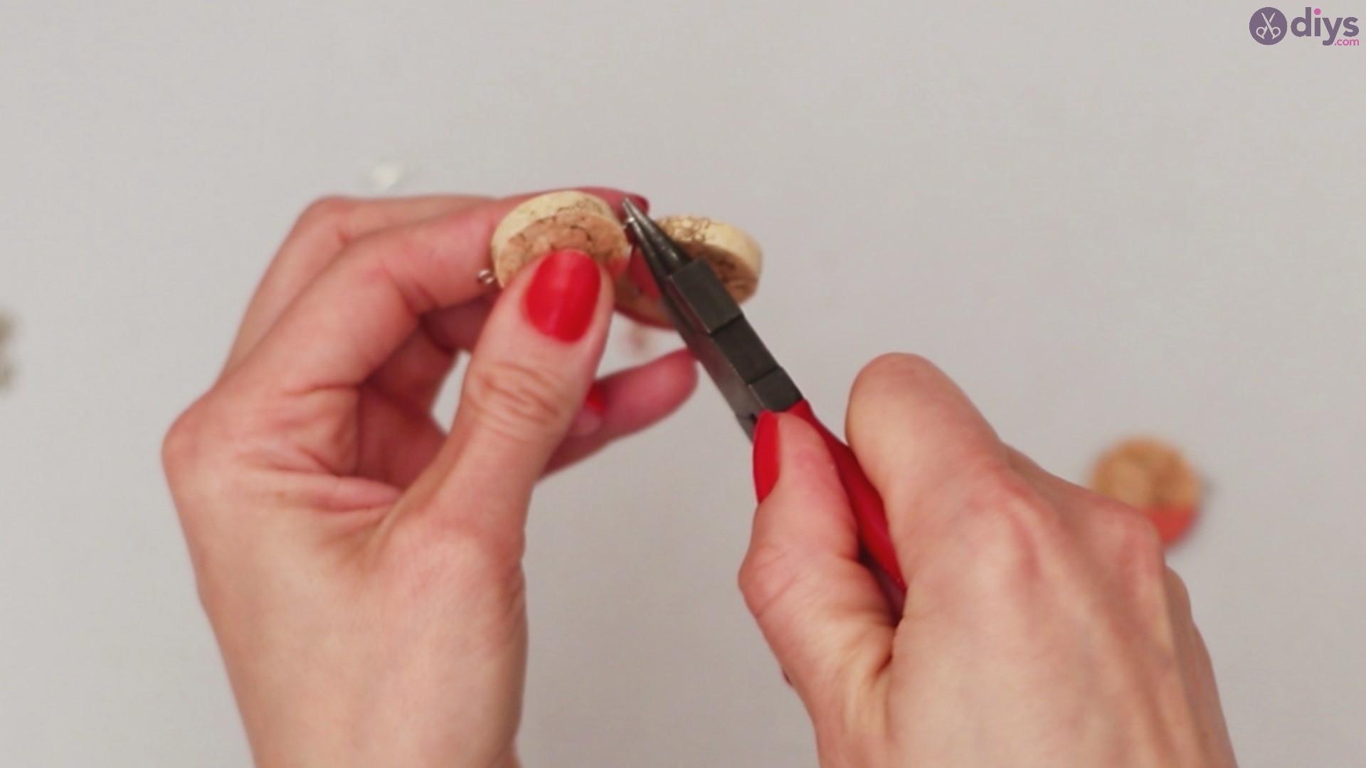 Diy wine cork necklace (36)
