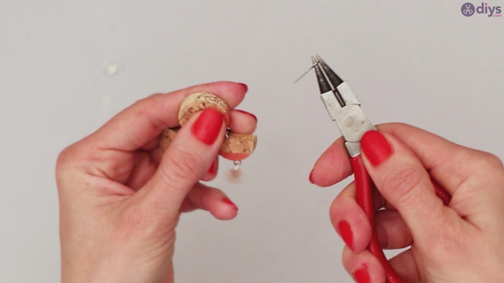 Diy wine cork necklace (37)