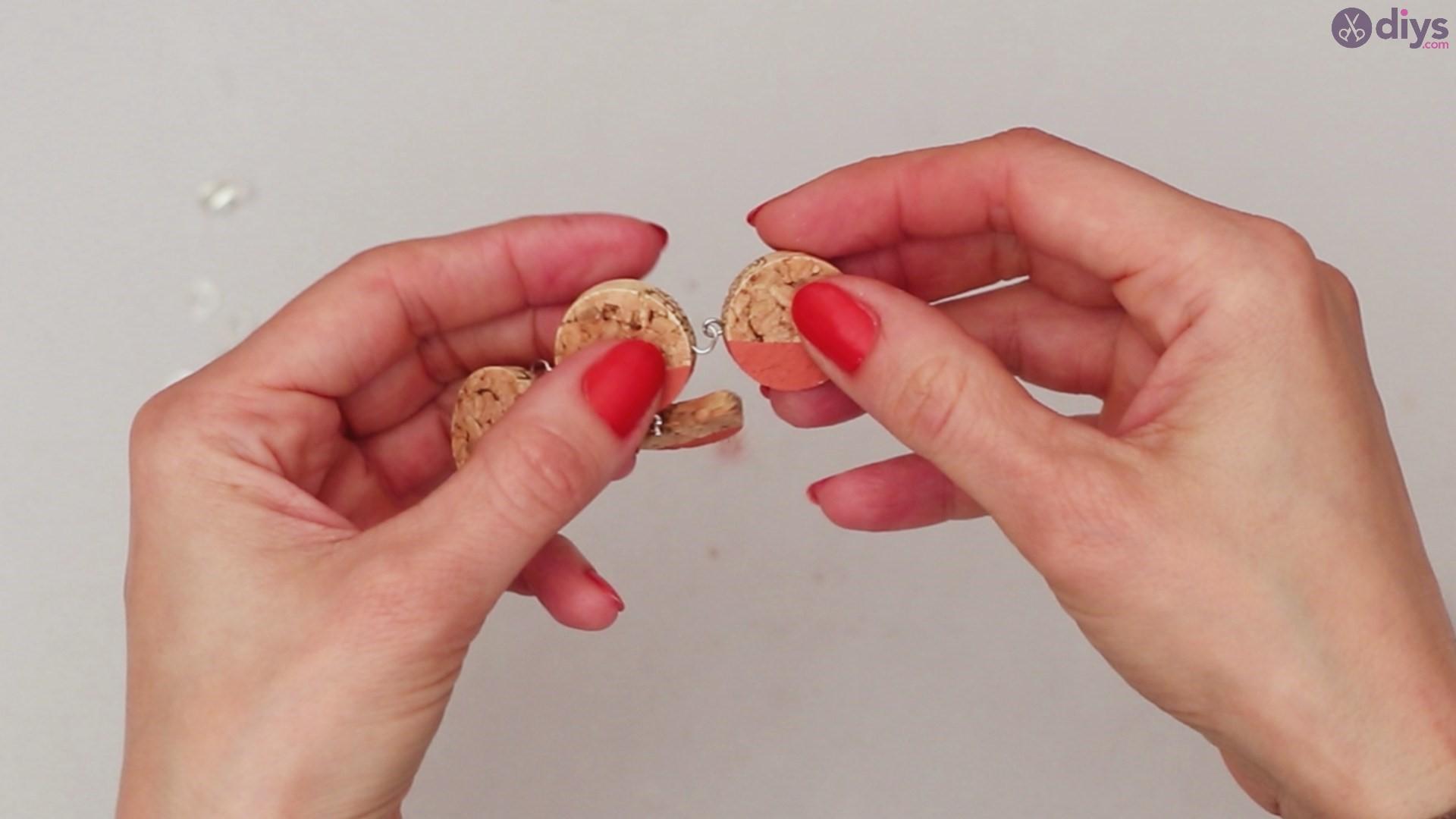 Diy wine cork necklace (40)