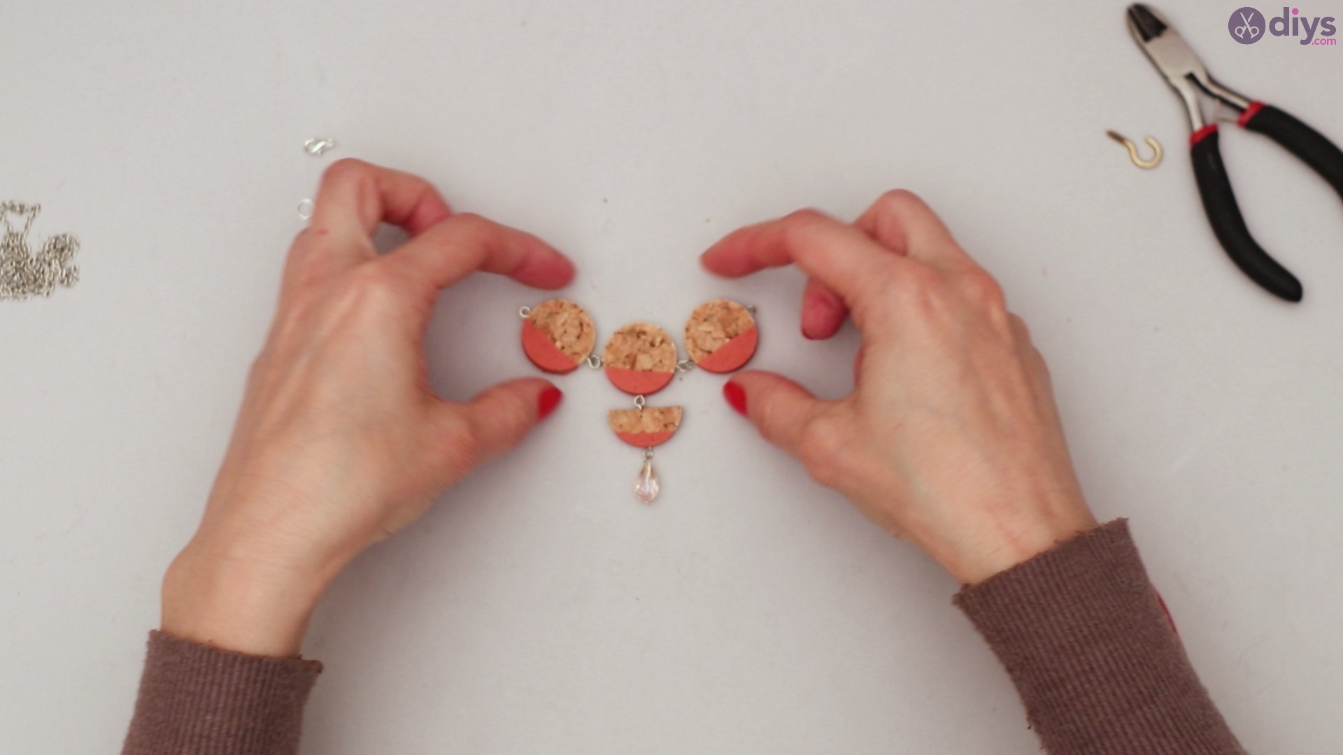 Diy wine cork necklace (42)