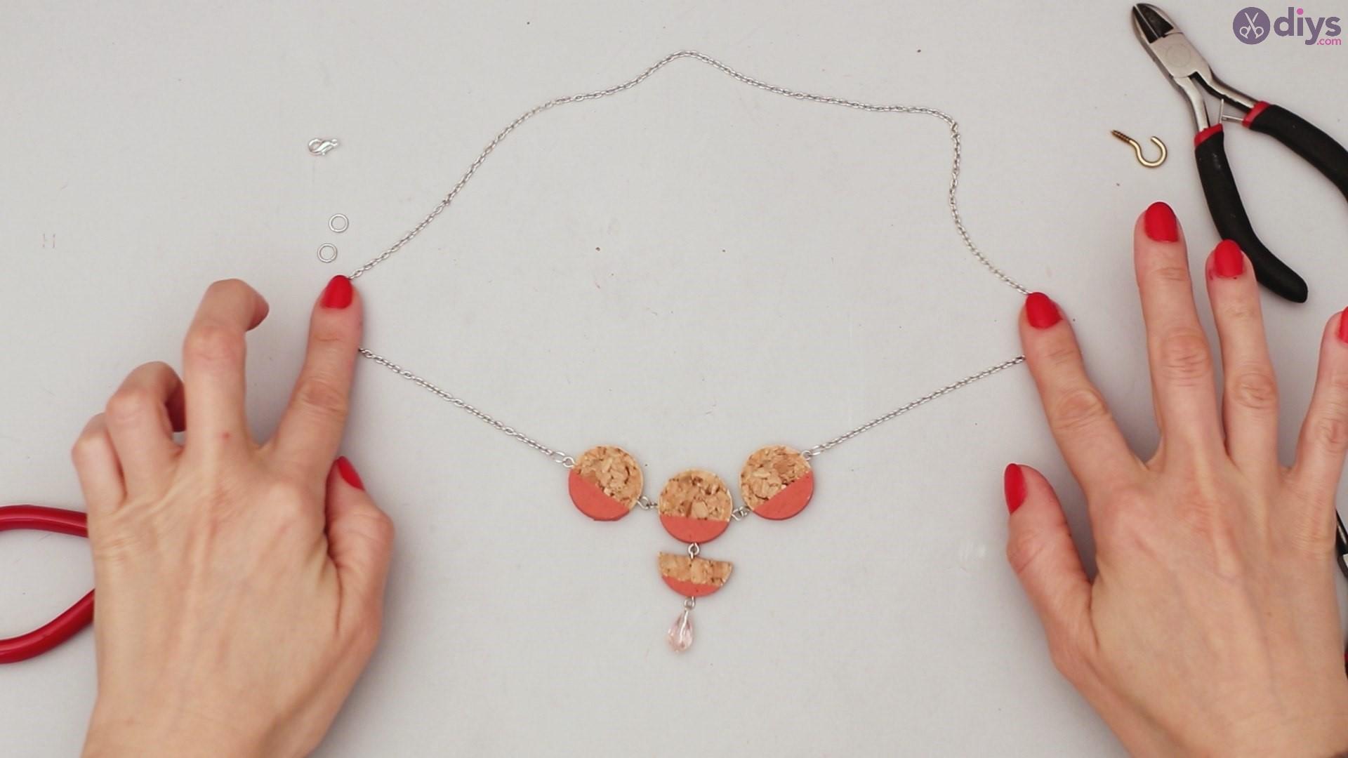 Diy wine cork necklace (44)