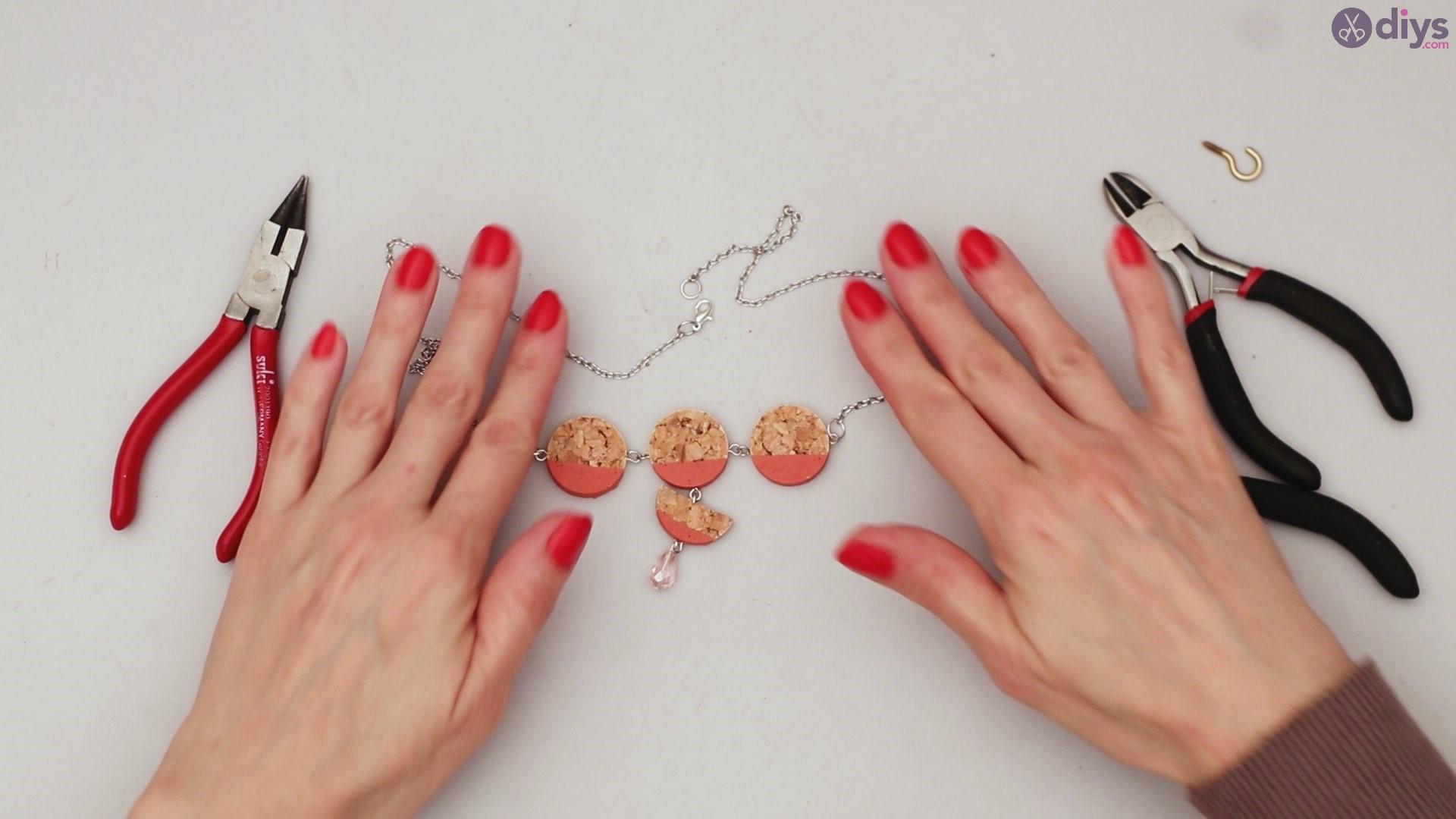 Diy wine cork necklace (54)