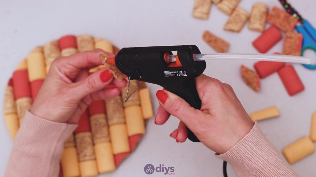 Diy wine cork trivet (34)