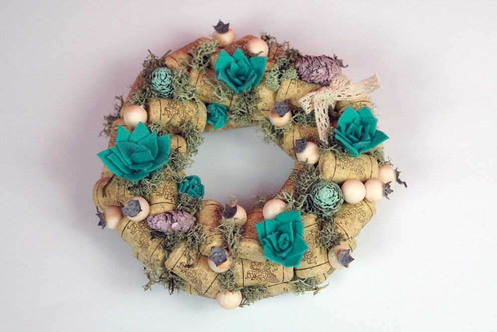 Diy wine corck wreath