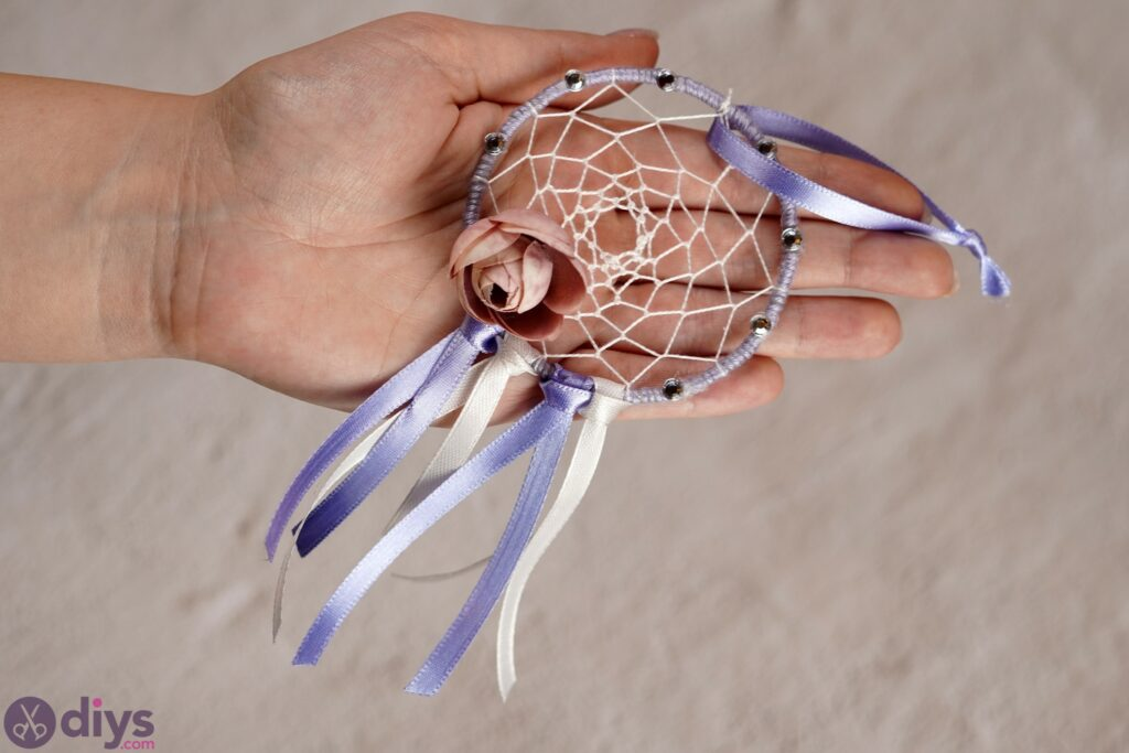 How To Make A Dreamcatcher – Easy and Beautiful