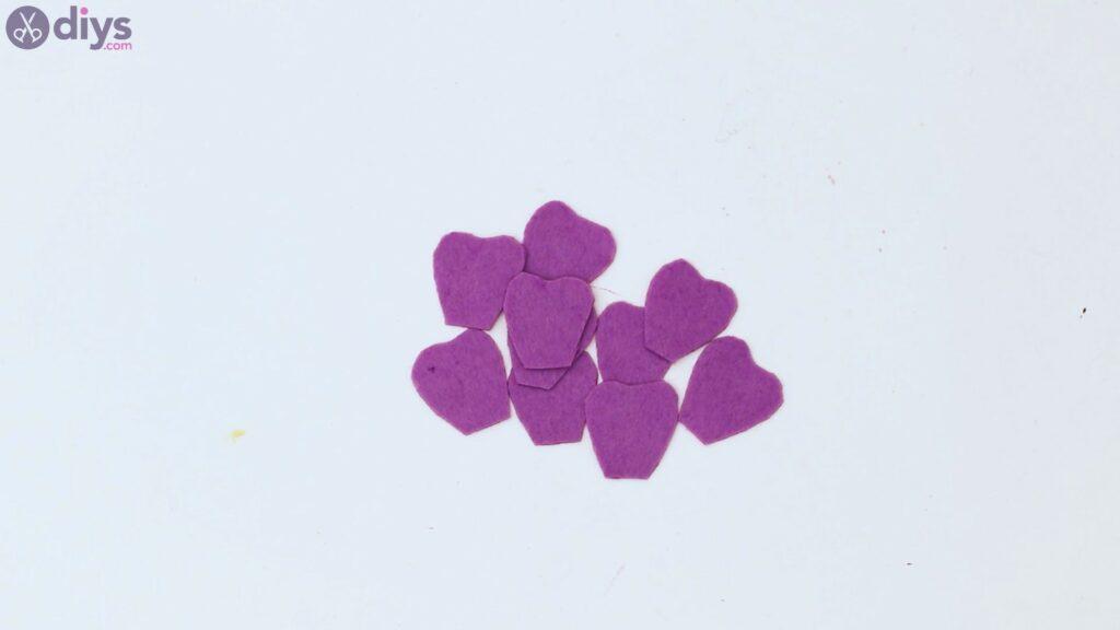 Felt flowers wall art steps (58)