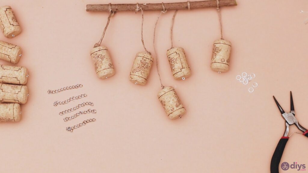 Hanging wine corks (20)