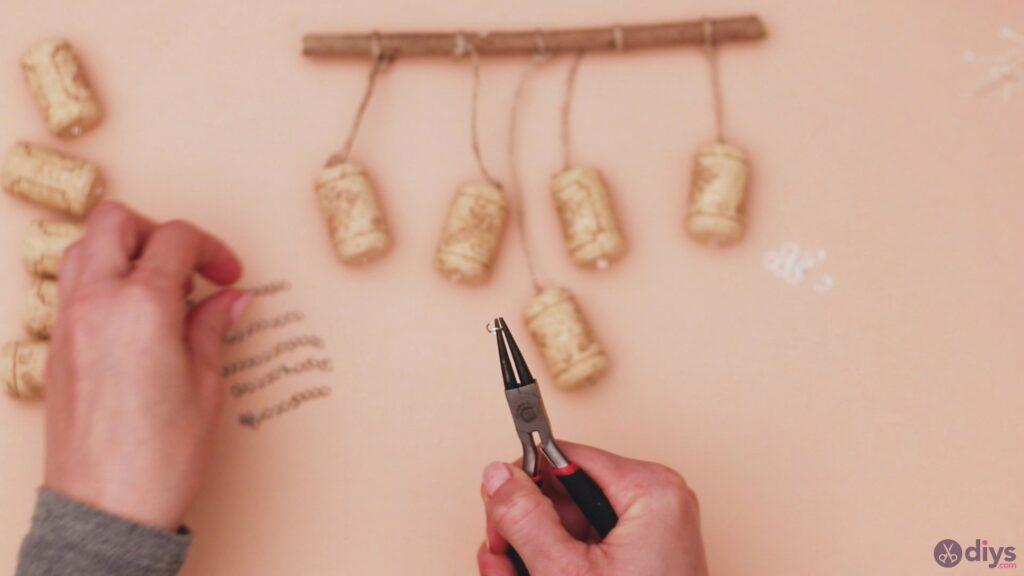 Hanging wine corks (21)