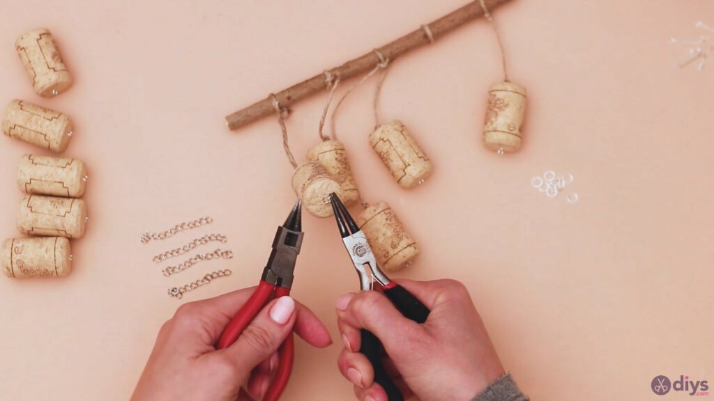 Hanging wine corks (23)