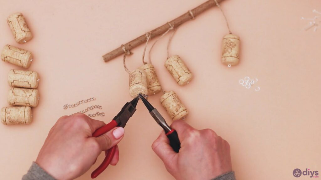 Hanging wine corks (24)