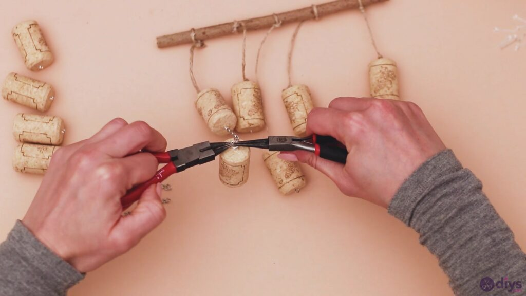 Hanging wine corks (27)