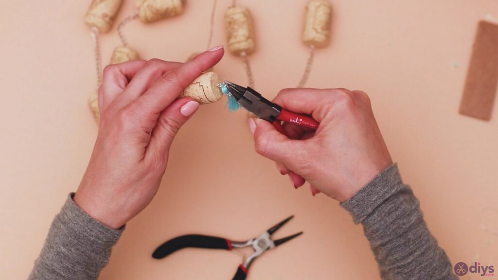 Hanging wine corks (42)