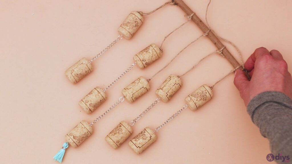 DIY Hanging Wine Corks Decoration