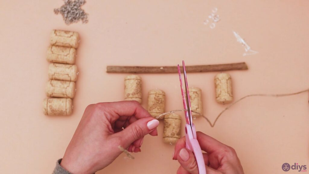 Hanging wine corks (8)