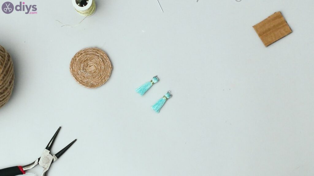 Raffia tassle earrings steps (31)