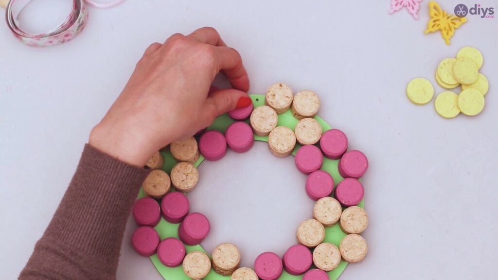 Wine cork floral wreath (25)