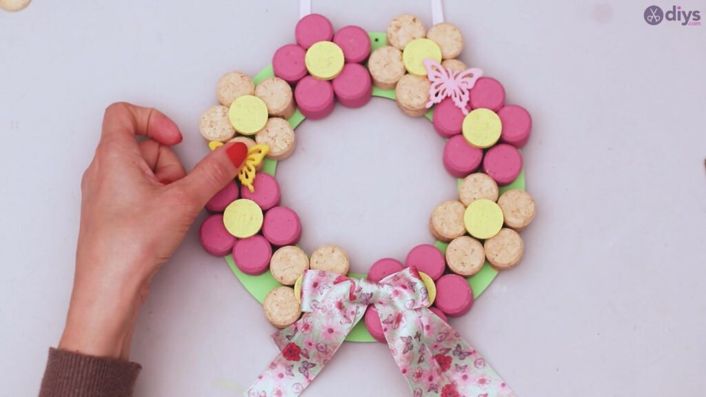 Wine cork floral wreath (54)
