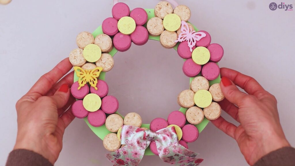 Wine cork floral wreath (58)