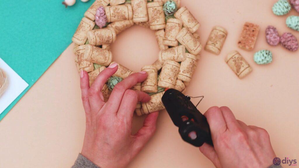 Wine cork wreath (16)