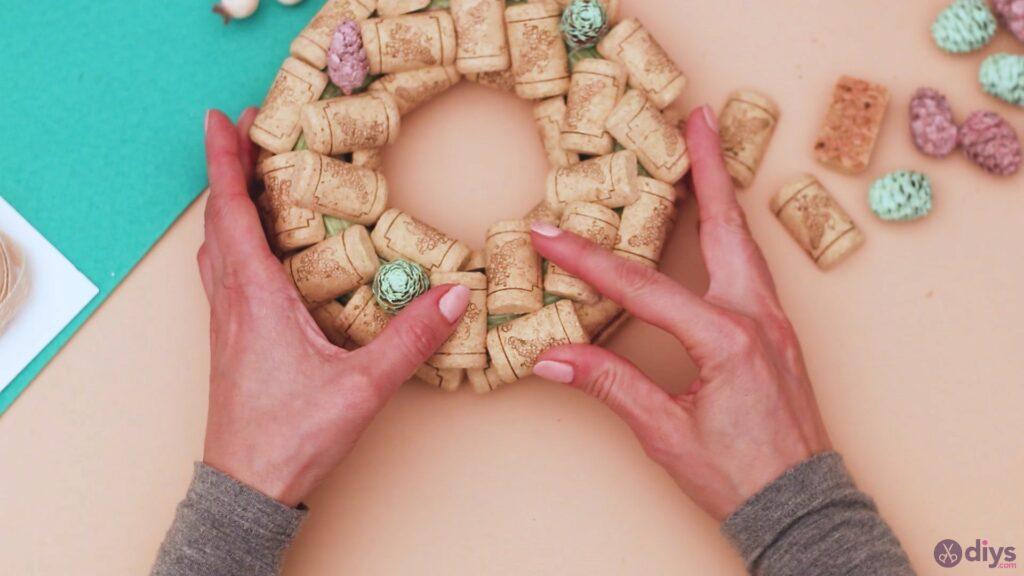 Wine cork wreath (17)