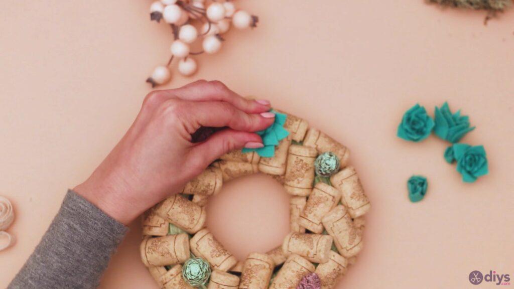 Wine cork wreath (33)