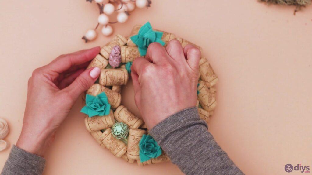 Wine cork wreath (36)