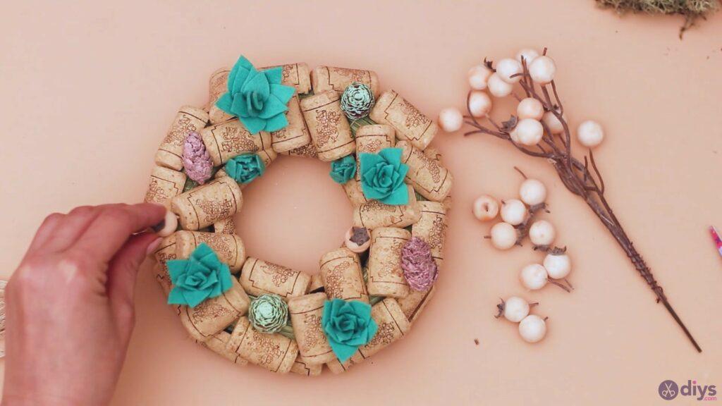 Wine cork wreath (41)
