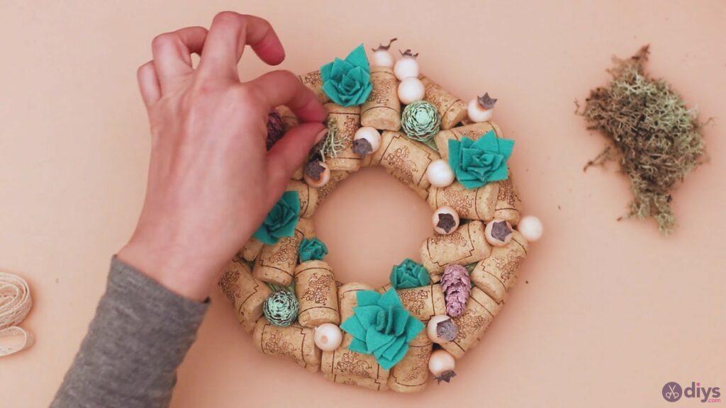 Wine cork wreath (45)