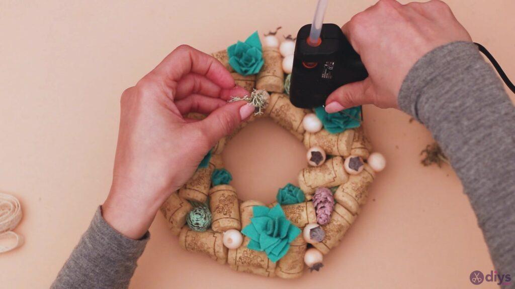 Wine cork wreath (46)