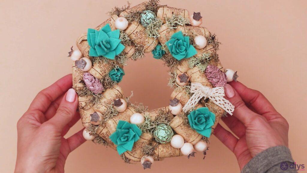 Wine cork wreath (56)