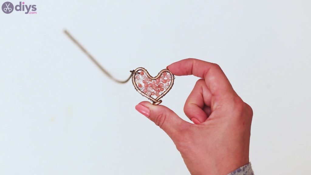 Wire heart with beads (26)