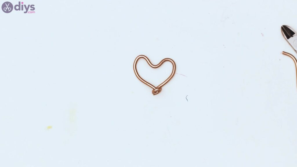 Wire heart with beads (6)