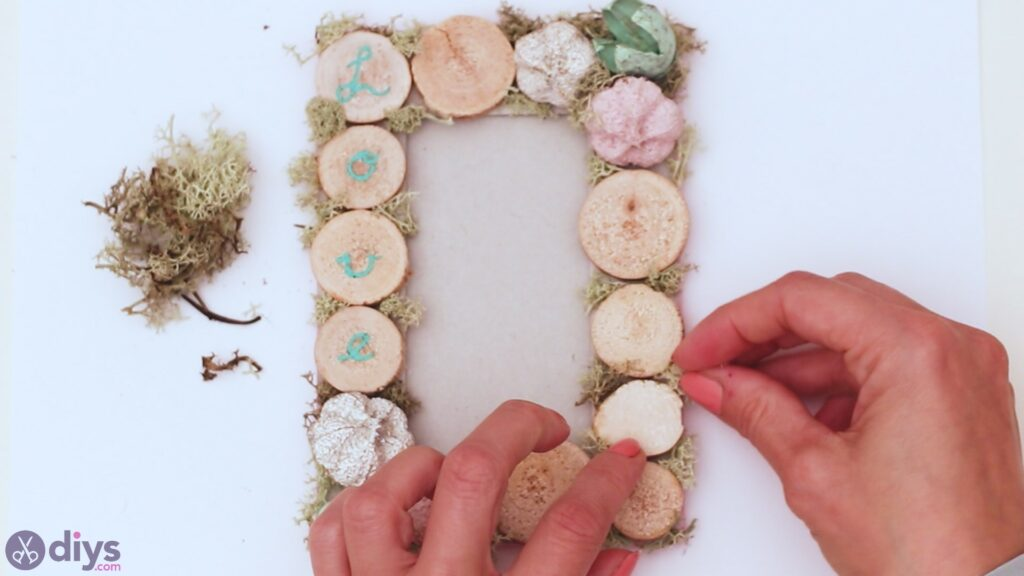 Wooden photo frame (24)