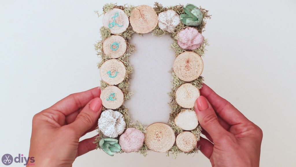 Wooden photo frame (28)
