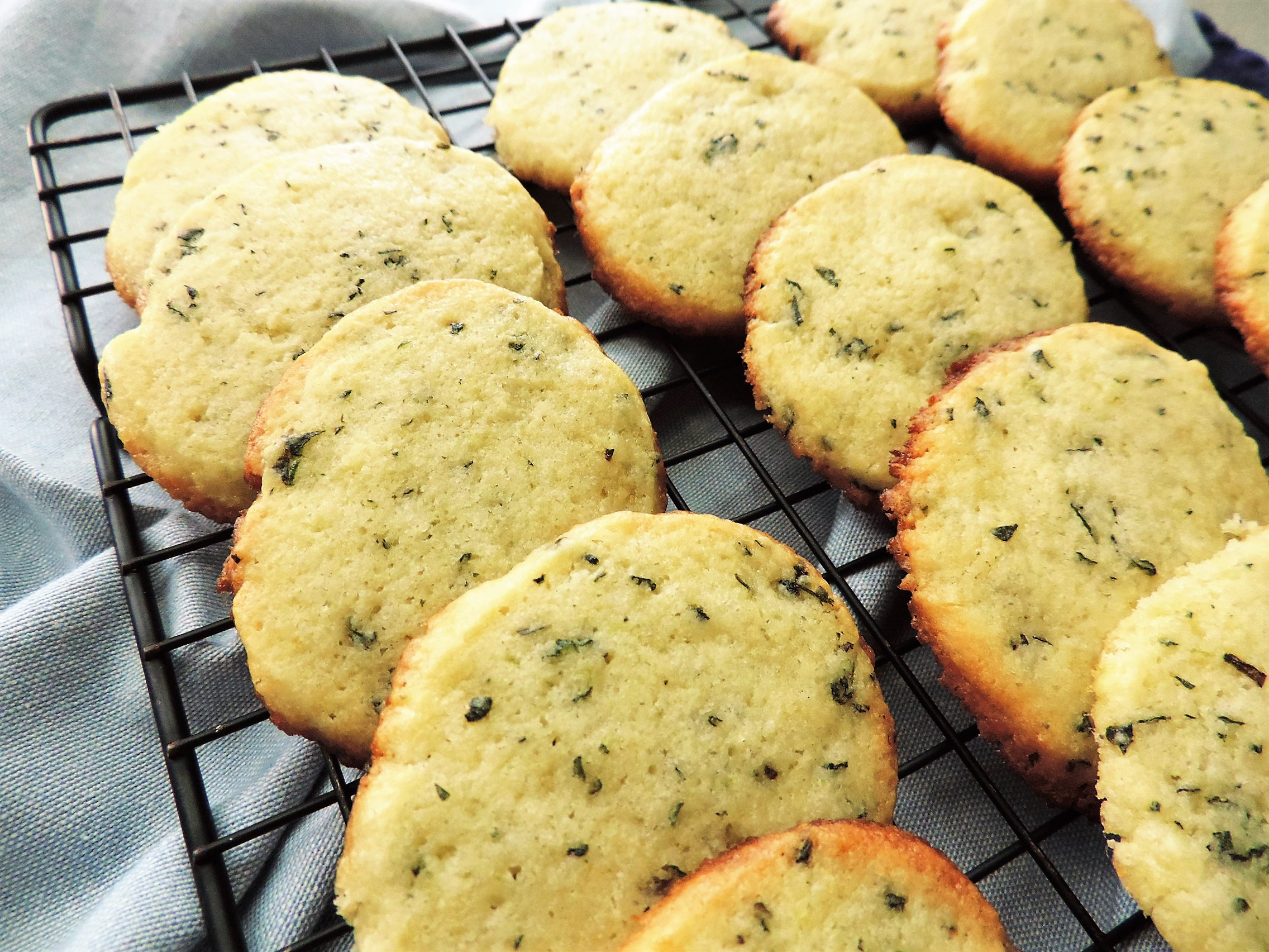 Печенье с корицей и базиликом