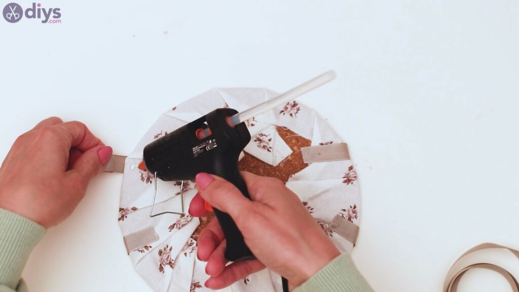 Clothespin memo board steps (15)