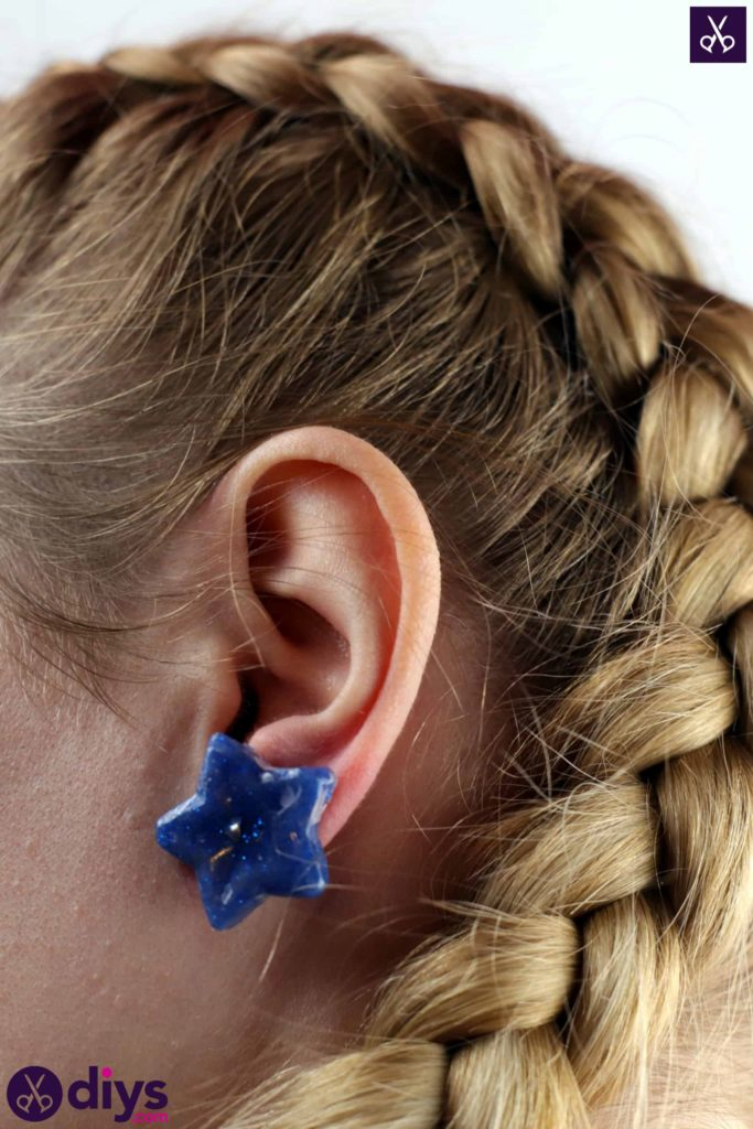 Diy earrings using hot glue gun