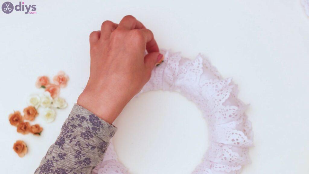 Doily wreath steps (26)