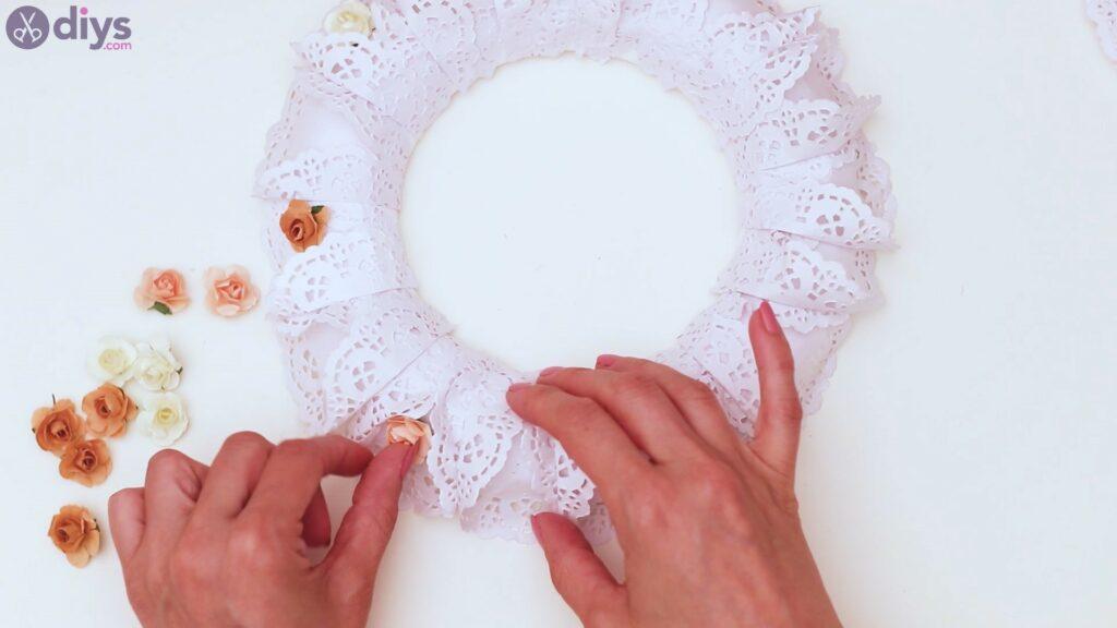 Doily wreath steps (28)