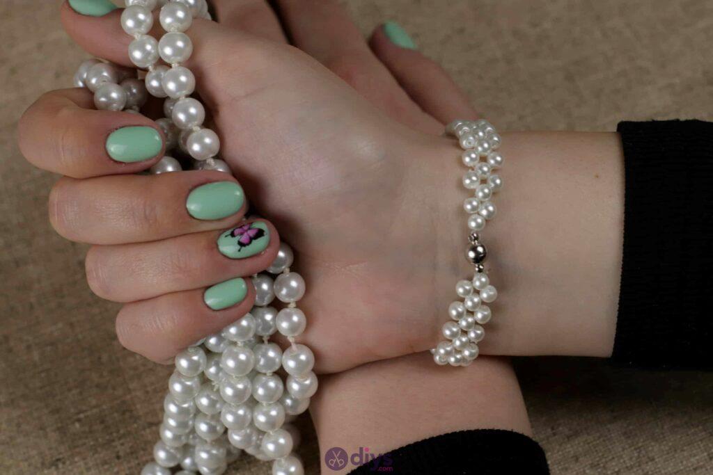 Elegant white beads bracelet